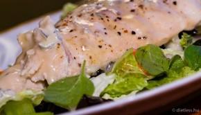 Sült csirkemell salátával és gorgonzola sajttal