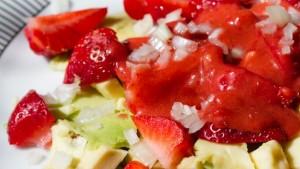 Eper-avokádó saláta